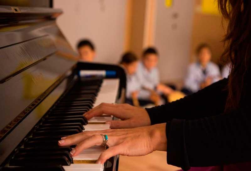 El Colegio Virgen Mediadora Dominicas Gijón, pertenece a la Fundación Educativa Francisco Collde las Hermanas Dominicas de la Anunciata.